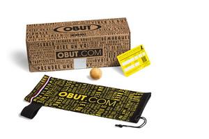 Kit prêt à pétanquer : jeu de 3 boules, un but, une housse de rangement et une carte de garantie.