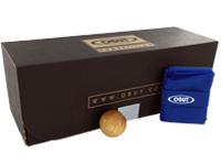 Livrée dans sa boite en carton vous laissant libre-choix ultérieur de votre sacoche. Dimensions 84 x 89 x 248 mm.